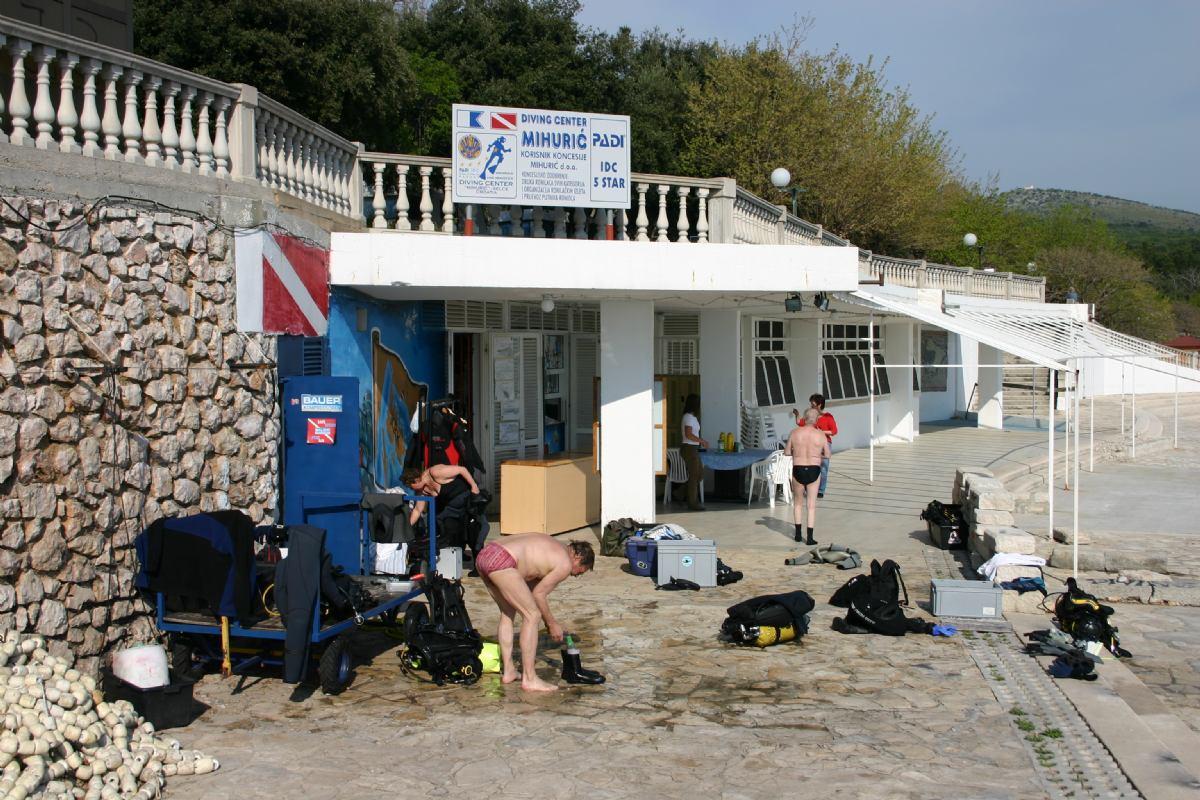 Service & Facilities